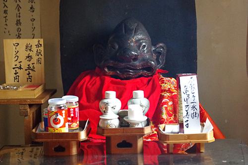 さすがは日本最古。堂々の風格だ。