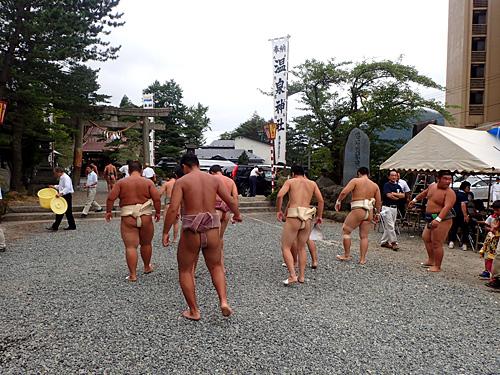 そういえば神社で奉納相撲をやっていたな。