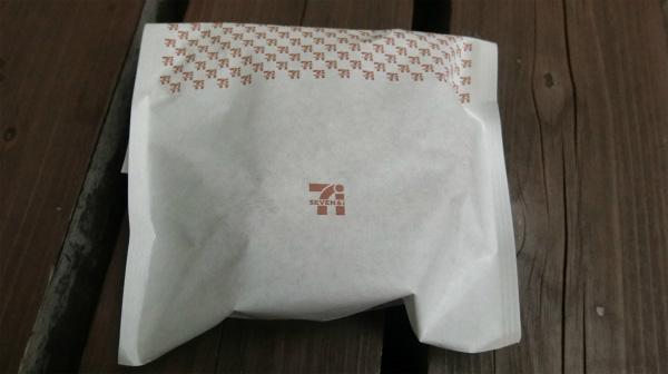 入れてもらった袋。これでもかとロゴを入っている。見えますか、未来の人。