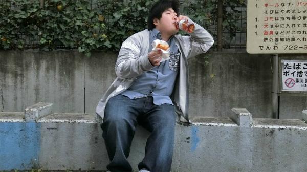 多分、健康茶飲んでも意味ないくらいフライドチキン食べてるな。