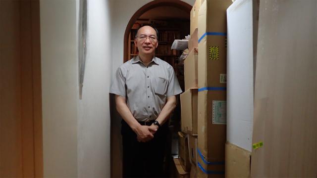 境田さん。玄関からすでにダンボールの圧がすごい