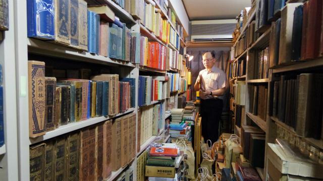 大量の国語辞典と漢和辞典