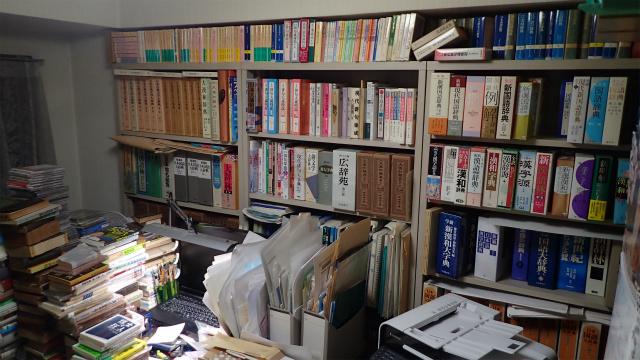 仕事部屋(新しめの辞書はこちらの方に)