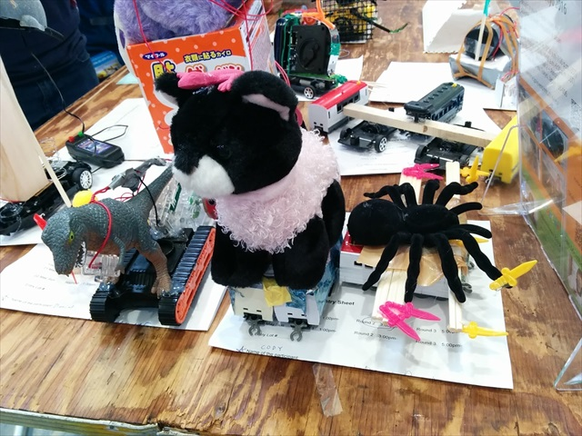 Self-proclaimed robots built by American kids. The spider is holding a sword!