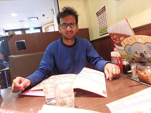 鶏つくねのカレーをオーダーした。ヒンドゥー教なので、牛と豚を避けているらしい。だが彼はCoCo壱がすごく好きだそうでもう何回も来ていて、いつもは野菜カレーを食べているとのこと。