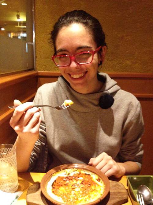 今まさに最初の一口を食べるところの写真!