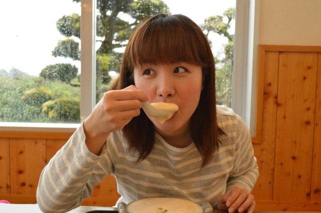 新食感!!はじめ唇に当たる感覚はふわふわだが、密度が高いのでズズズと流し込んで食べる