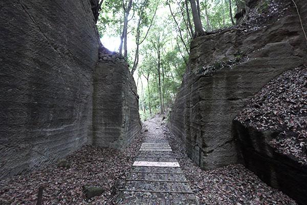 切り出された石に囲まれた通路が……もうカッコイイでしょ?