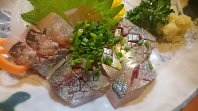 さすが金沢!の美味しさ、今日穫れの刺身。僕の賃金では本当は食べてはいけない禁断の味。