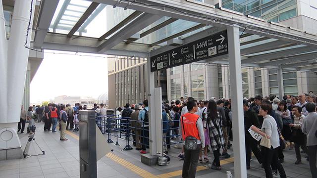 お昼頃には入場まで2時間待ち。そんなに人気あったのか…