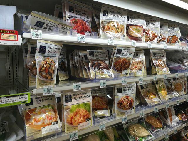 ひとり暮らしならほぼ100%利用したことがあると思うコンビニのパックのお惣菜。この商品を考えた人にノーベル賞あげたい。