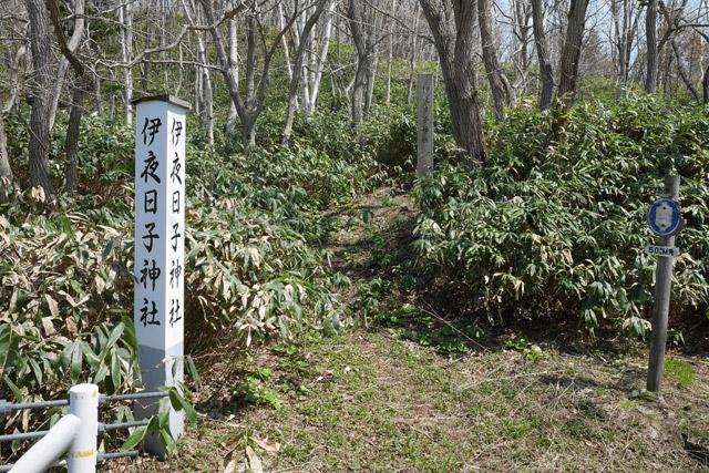 近くには、神社の跡地もあった