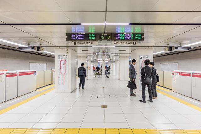 はじめてここで大江戸線体験をしたときは「都営線なのに! ぴかぴか! なんか全体的に白い!」とびっくりしたものだ。