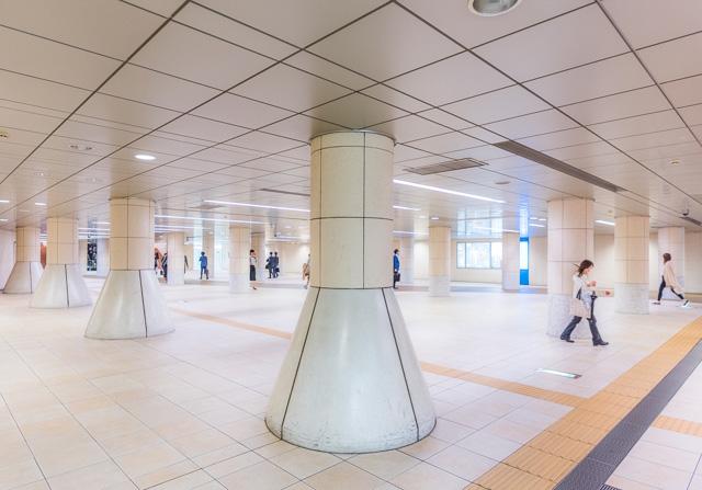 駅から離れ、シオサイトと呼ばれる電通やら日本テレビやらがあるエリアまで、同じにおいが。