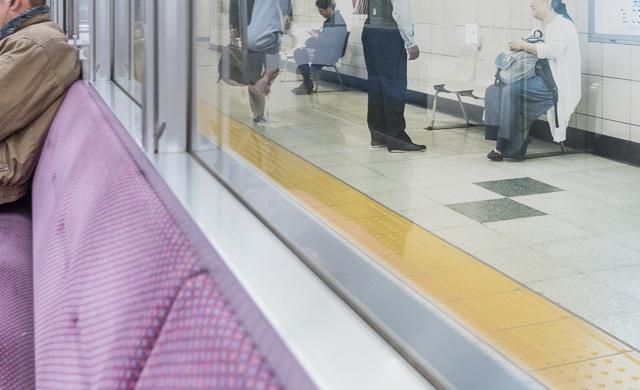 ホームでは、駅員さんとなじみらしいお客さんが和やかに談笑していて、東京っぽくない光景だな、と思った。