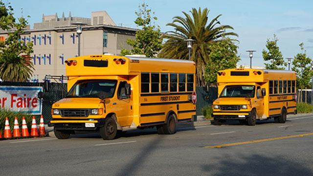 去年の写真。アメリカのスクールバスがでかかった