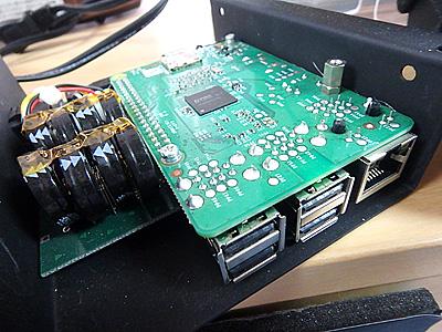 HDMIの出力やUSB、Micro SDカードスロットなど搭載。WiFi搭載仕様のもある。
