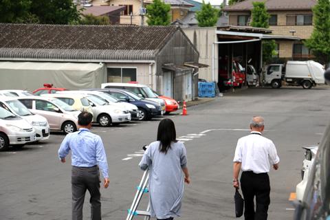 当時の担当者の方2人&広報小池さんの3人とともに倉庫に向かう!