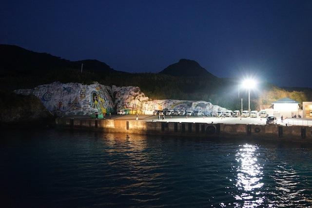 夜明け前に宝島に到着、が、ここはスルー。