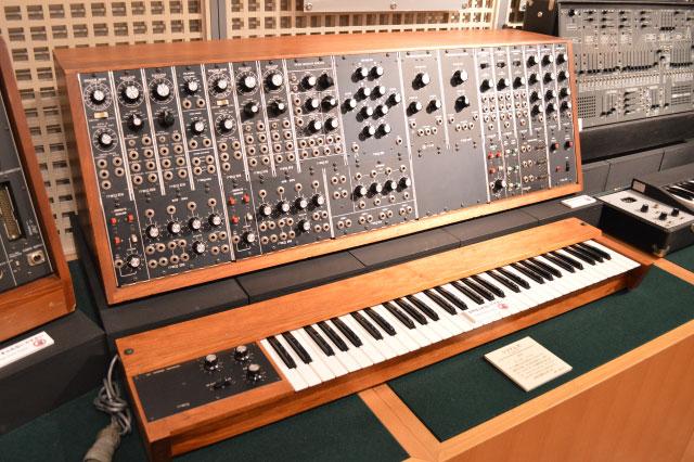 1974年アメリカのモーグ社で作られたシンセサイザー「システム35」 つまみがいっぱいついててかっこいい~!!