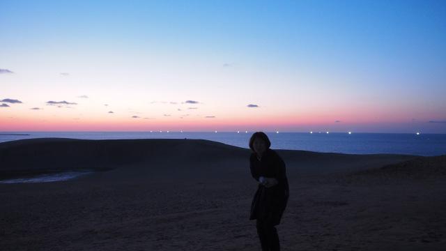 海岸沿いを西に進めば鳥取砂丘だ。(19:10)