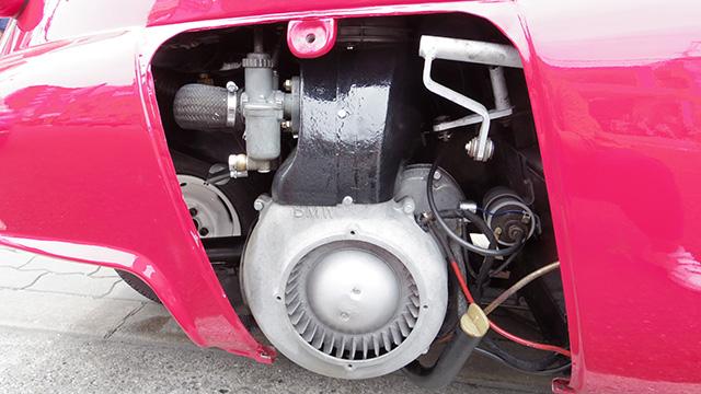 中からかわいいエンジンが