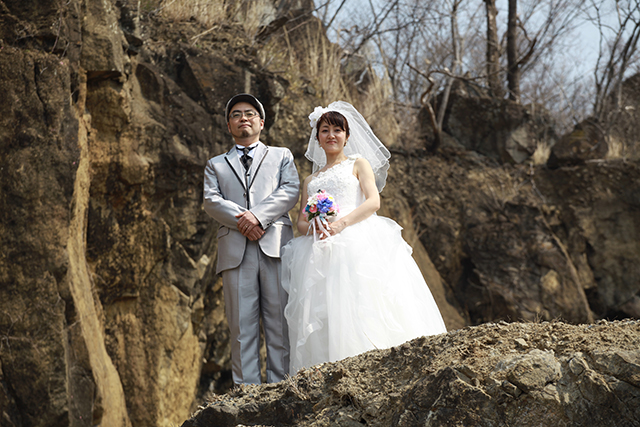 A wedding photo on a cliff.