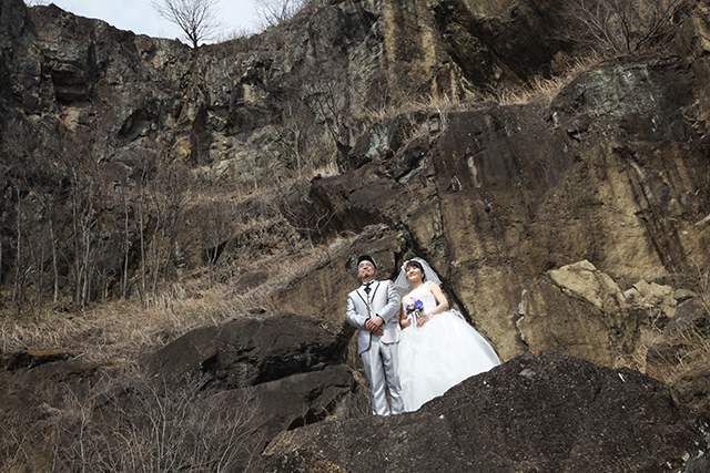 Wedding photo on a cliff No.2