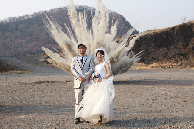 With the good debris in the moment of explosion at the back.  It is fascinated and cool.