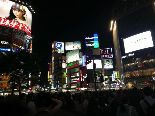 ということで、渋谷のスクランブル交差点にやってきた。日本人よりも国外の方に人気がある撮影スポットだ。