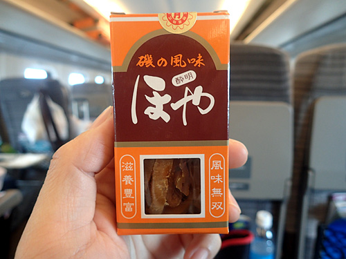 寝過ごすと北海道までいってしまう新幹線の車内にて。