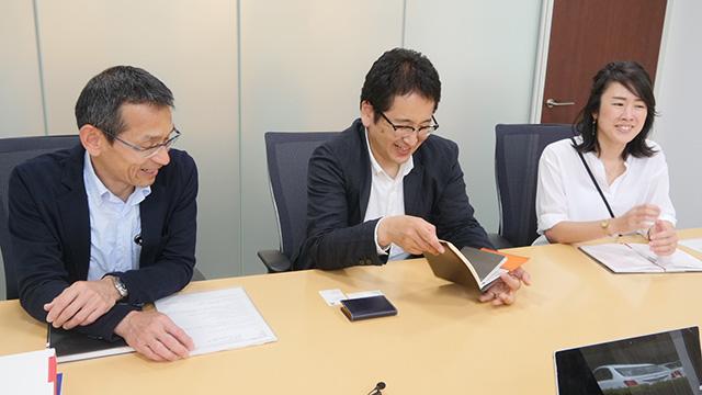 左からシヤチハタ広報部の山口さん向井さん桒田さん。偉い順です。