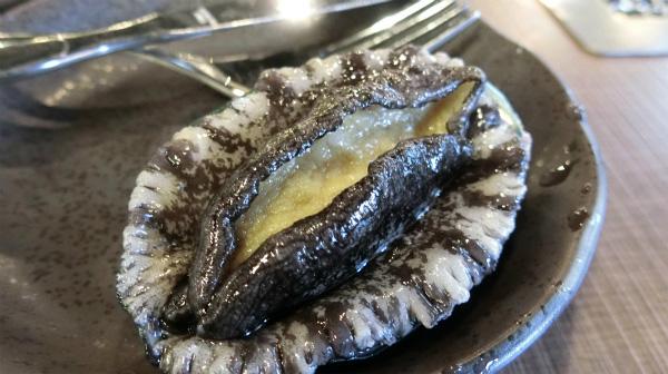 こちらが深層水で浄化したアワビ。アワビを始めて食べたので、違いがわからなかったが、食べてからというもの、気持ちが高ぶりを抑えきれなかった。