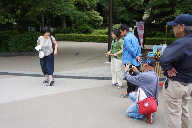 「わあ、作ったんですか?」「撮影していいですか?」思わぬハトフィーバーが上野に巻き起こる!