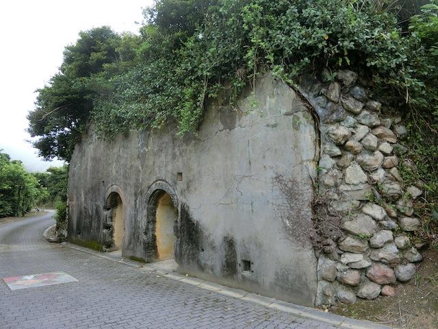旧日本海軍が泊地としていた大島海峡を防衛するための施設が置かれていたところ。こちらは弾薬庫跡。