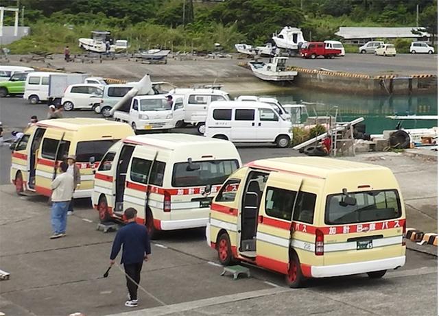 加計呂麻バス!港でみたあれか。
