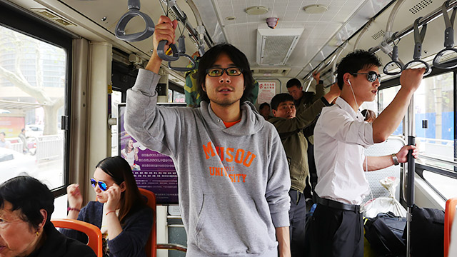 バスで黄河に向かいます!