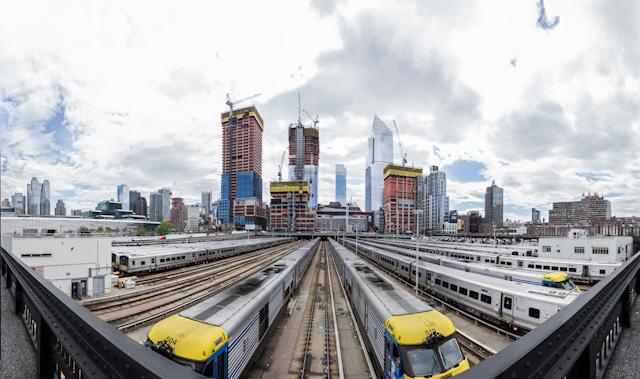 その足元は West Side Yard という車両基地。そのまわりをぐるっと回る形でハイラインは伸びている。
