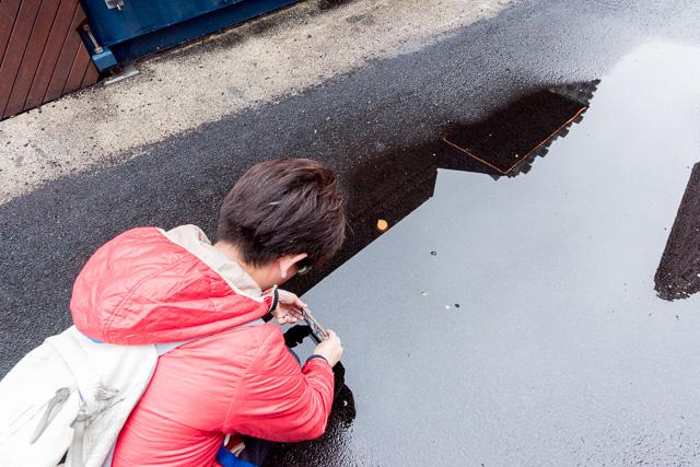 この手の写真を撮るコツは、あわや水没かというぐらい水面ギリギリまでレンズを近づけること。なので、iPhoneで撮りました。