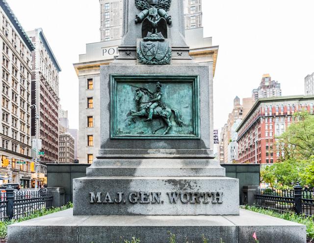 ウィリアム・J・ワースというアメリカ・メキシコ戦争で活躍した軍人の記念碑だった。こういってはなんだが、地味だ。