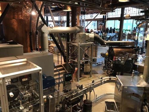 猫カフェならぬ工場カフェである