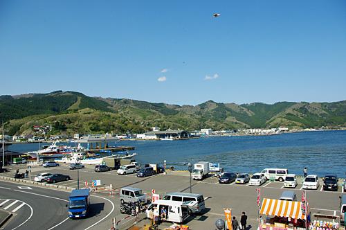 全国でも有数のサンマ水揚げ量を誇る女川港。金華山へ渡る船も出ている。