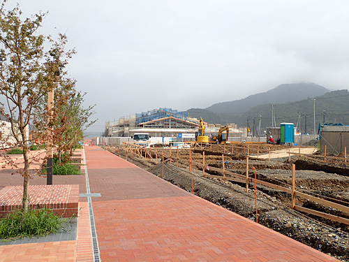 駅前は絶賛工事中。