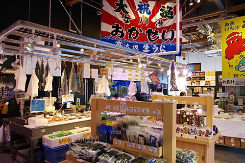 女川丼のおかせいもここに移転していた。震災でちりぢりになっていた商店が、ようやく商店街として集まれる場所ができたということなのだろう。