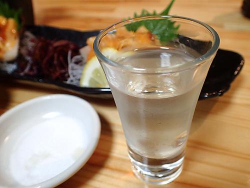 やはり生のホヤには日本酒だ。「大学生の純米大吟醸」という銘柄がうまい。
