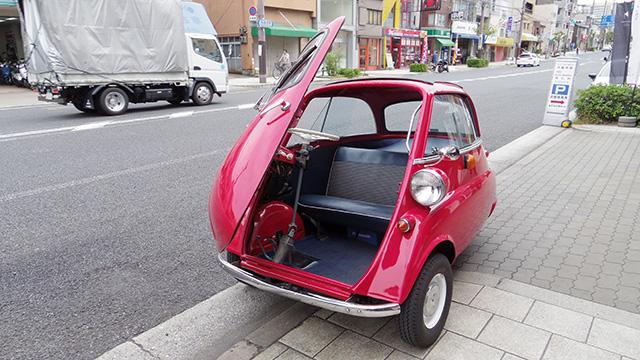 1ドアの小さくてかわいい車「イセッタ」に乗ってきました。外見もかわいいですが、ハンドルやシフトレバーもかわいい。でもちゃんと走ります。