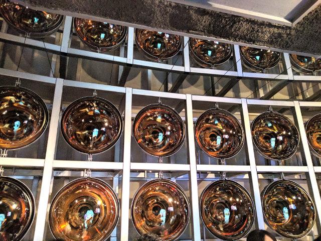 内部はこんな感じ。光電子増倍管というセンサーがたくさん敷き詰められている。