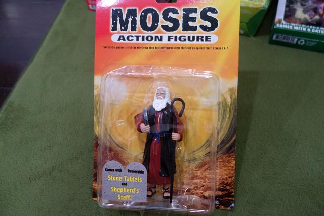 関節が動くモーゼのフィギュア