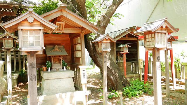 神社の中にある小さい神社(摂末社)の例:蒲田御園神社のお福神社、栄龍神社
