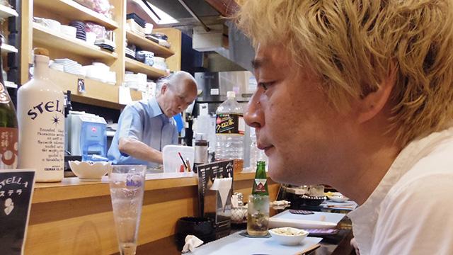 早くも放心状態に入りつつある林さんと、その様子を鋭い目つきで見ている店主